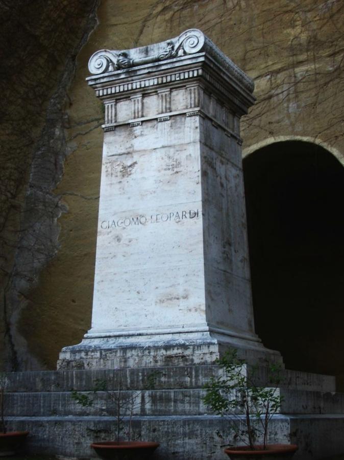 La tomba di Leopardi, Parco Vergiliano, Napoli - Image source