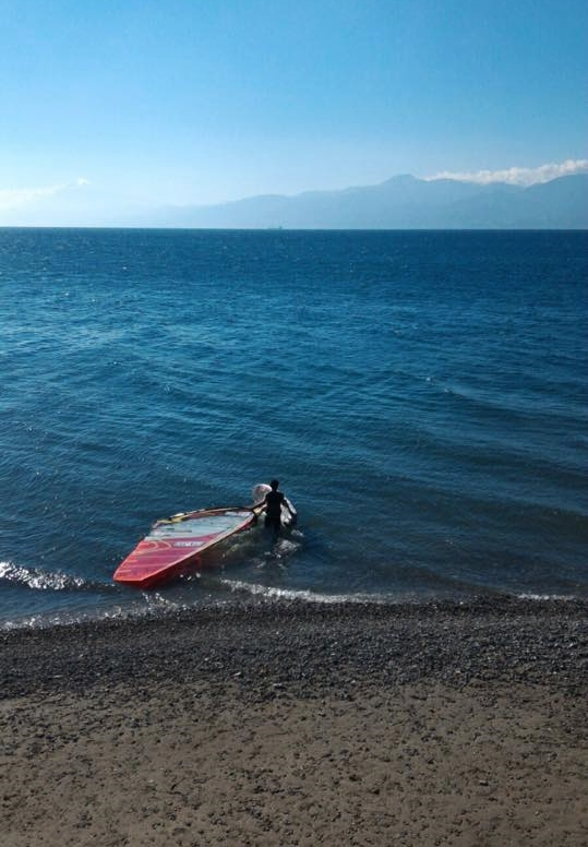 Francesco Scagliola in allenamento nel suo home spot sullo Stretto di Messina