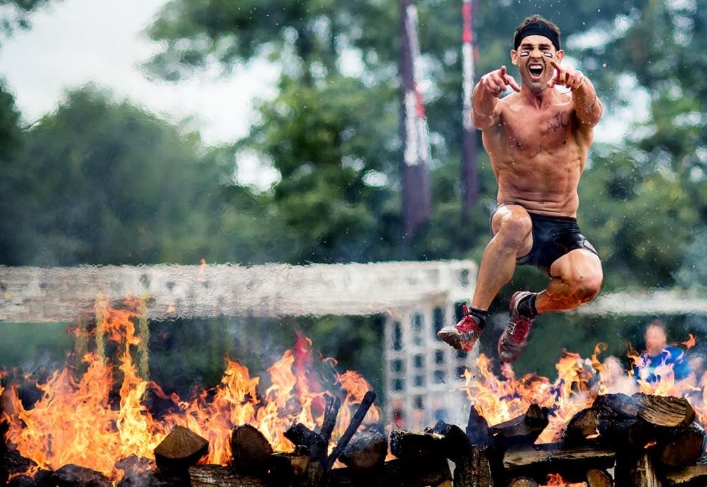 Il salto del fuoco, una delle prove della Spartan Race - Image source