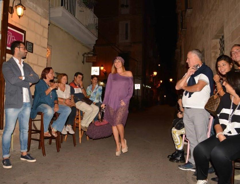 Puglia - Un momento della sfilata on the road tenutasi a Taranto nel settembre 2013 e organizzata da Progetti Inversi e Claudelle - Ph. © Francesco Giove