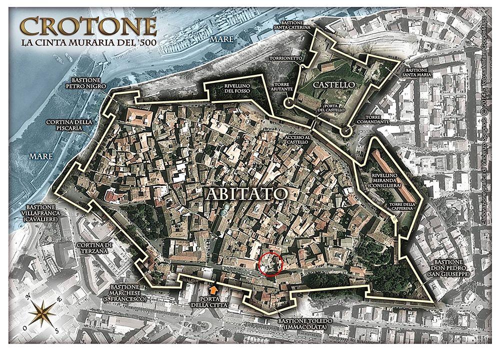 Crotone, la cinta muraria del '500. Nel cerchio rosso, l'area delle macerie delle Case Cammariere e Cantafora