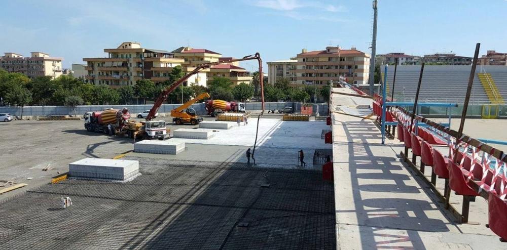 Calabria - Lavori in corso sul lato ovest dello stadio comunale di Crotone | Ph. © Margherita Corrado