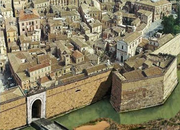 Ricostruzione grafica di un tratto della antica cinta muraria di Crotone