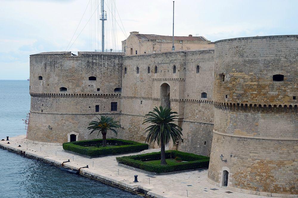 Puglia - Castello Aragonese di Taranto, XV secolo