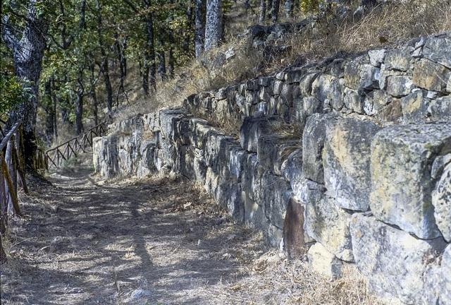 Tratto della cinta muraria di una città del IV sec. a.C. - Ph. Fiore S. Barbato | ccby-sa2.0