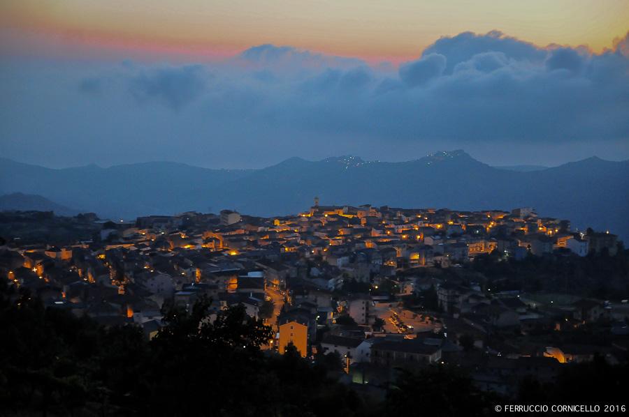 Veduta del borgo calabrese di Mandatoriccio all'alba - Ph. © Ferruccio Cornicello