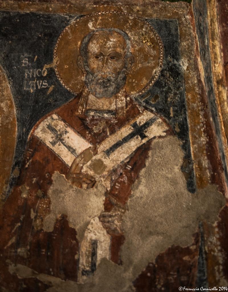 Rittratto di S. Nicola, affresco medievale presso la omonima chiesa rupestre di Mottola (Ta), IX-XII sec. - Ph. © Ferruccio Cornicello