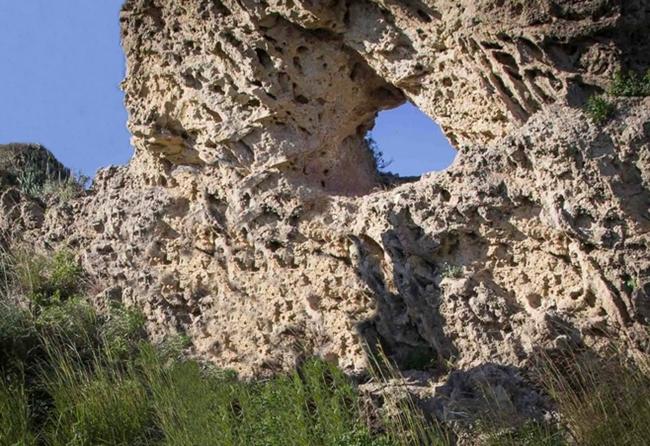 La roccia forata di Gela (Ag) allineata col sorgere del sole al solstizio d'inverno