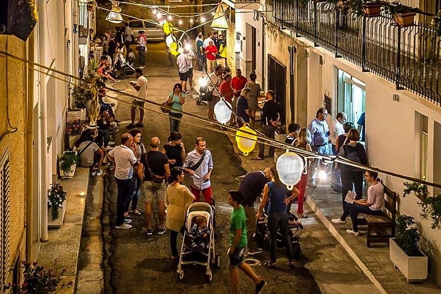 """Cena estiva """"diffusa"""" a Tricase Porto (Lecce) - Ph. by Le Mamme del Borgo"""