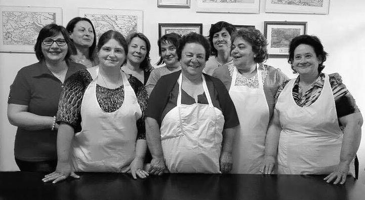 Alcune delle mamme-cuoche di Motta Camastra (Messina) - Ph. by Le Mamme del Borgo