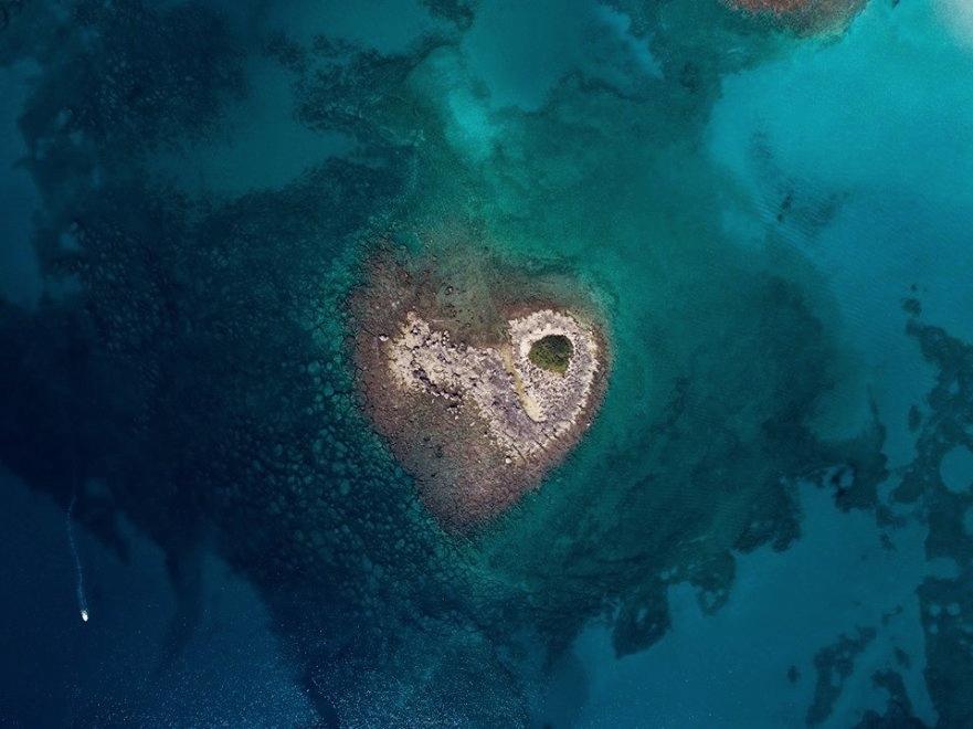 L'isolotto a forma di cuore individuato a Porto Cesareo (Lecce) - Ph. © Roberto Leone
