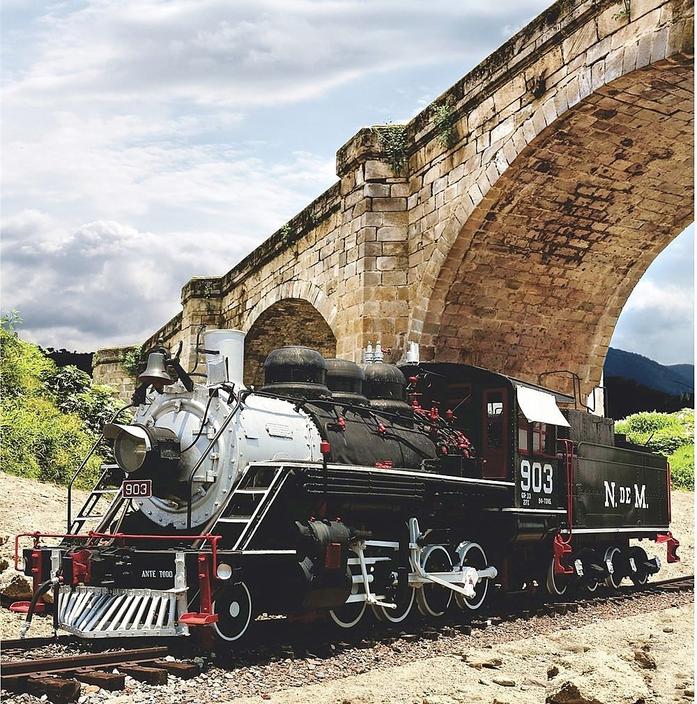 locomotive-2180625_1280_opt