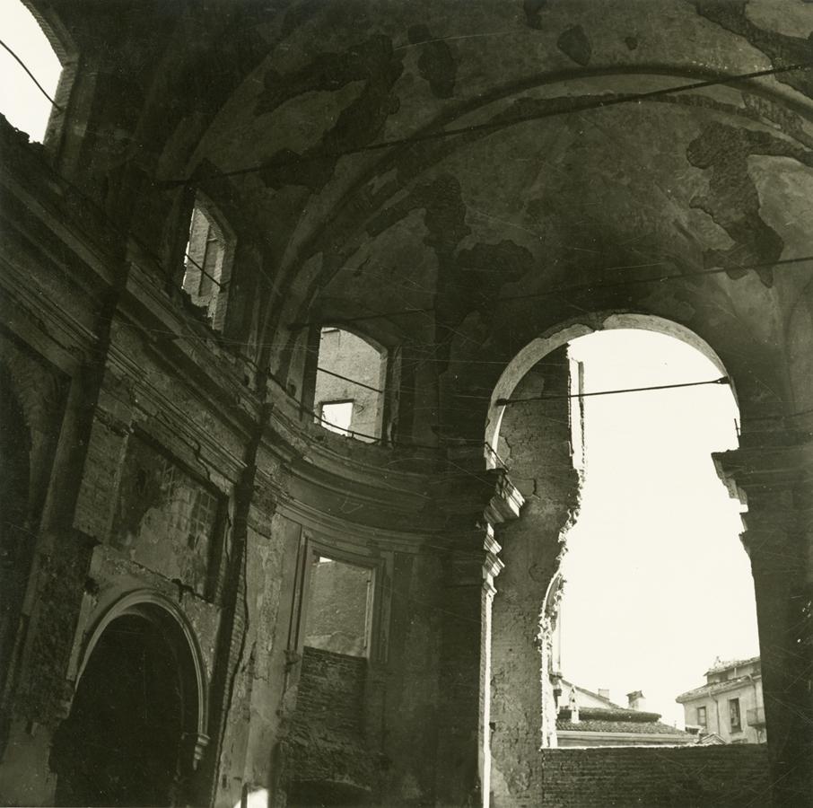 Claudio Emmer_Milano_S. Sisto_interno_post agosto 1943-ante 1960_gelatina bromuro d'argento_Civico Archivio Fotografico Milano