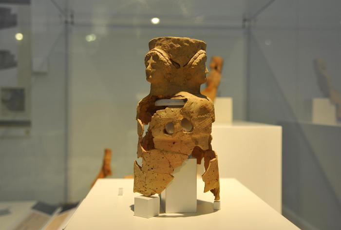 Ecate in triplice forma, terracotta - Ufficio Stampa AlGeo