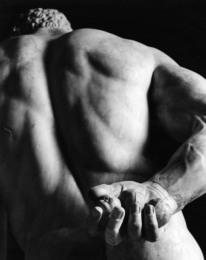 Part. dell'Ercole Farnese, Mann - Ph. © Luigi Spina