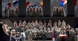 Andrea Chénier: il capolavoro di Giordano in scena al Teatro Petruzzelli di Bari