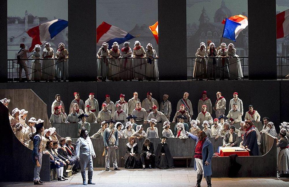 Una scena dell'Andrea Chenier, Teatro Petruzzelli, Bari