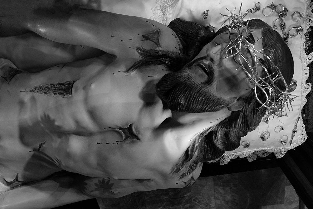 Il Cristo morto con la corona di spine in argento - Ph. © Francesco La Centra