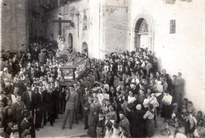 La processione del Venerdì Santo a Ferrandina (Matera) in una foto degli anni '20 - Archivio Notarangelo