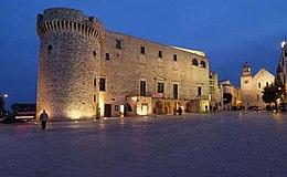 Veduta notturna del Castello di Conversano (Bari)