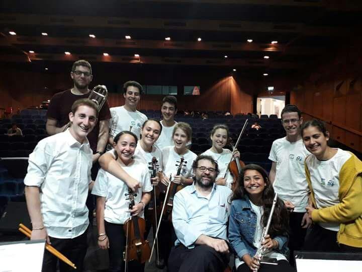 Francesco Lotoro a Gerusalemme con alcuni degli strumentisti dell'Orchestra Giovanile Israeliana del Jewish National Fund