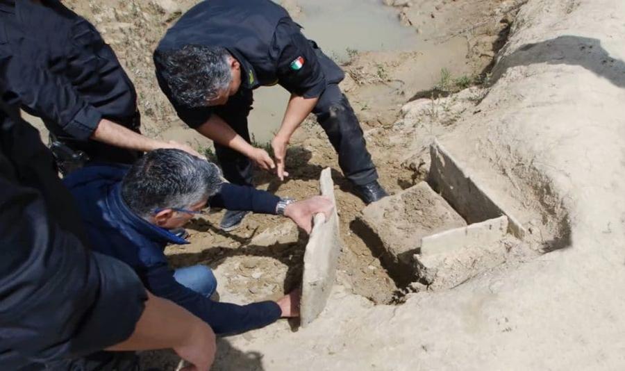 La tomba a cista litica  del Bronzo Medio, ritrovata lungo il fiume Neto - © Guardia di Finanza - Crotone