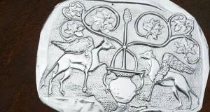 Un Albero della Vita contro il taglio dei platani secolari. Incursione dell'artista Angelo Ventimiglia a Serra S. Bruno