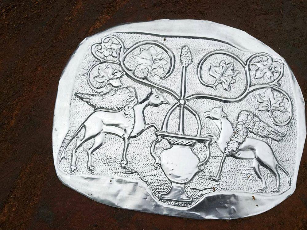 Angelo Ventimiglia, Albero della Vita, bassorilievo in metallo. Installazione a Serra San Bruno (VV)