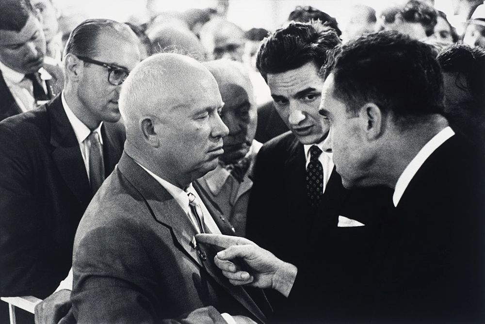 USSR. Moscow. 1959. Nikita Khrushev and Richard Nixon. © Elliott Erwitt/MAGNUM PHOTOS