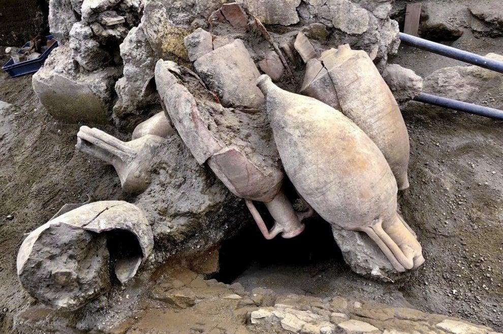 Resti delle anfore messe ad asciugare al sole - Ph. Soprintendenza di Pompei