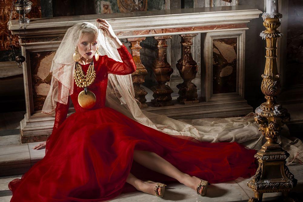 Uno dei modelli della Collezione Madonne Lucane di Michele Miglionico