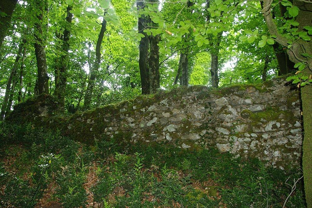 Tratto di fortificazione magno-greca nel Parco Nazionale d'Aspromonte - Ph. © Lino Licari