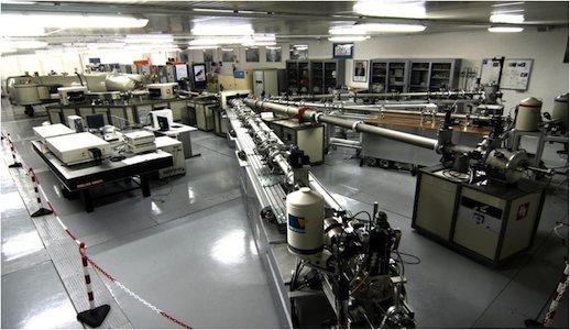 """L'acceleratore di particelle Tandetron presso il CEDAD, (Centro di Fisica Applicata Datazione e Diagnostica), Dipartimento di Matematica e Fisica """"Ennio De Giorgi"""" dell'Università del Salento"""