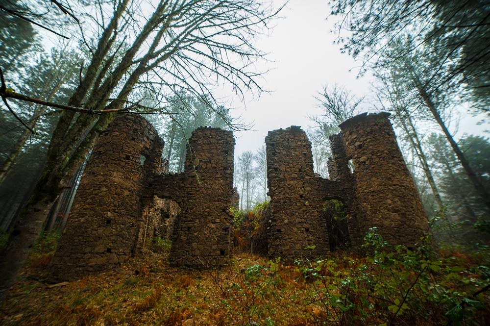 Scorcio del del Castello della Baronessa Scoppa, Brognaturo (VV) - Ph. © Antonio Aricò