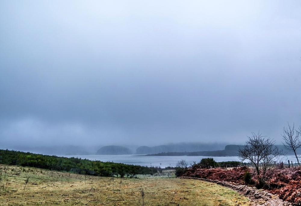 Scorcio del Lago della Lacina avvolto dalla nebbia – Ph. © Antonio Aricò