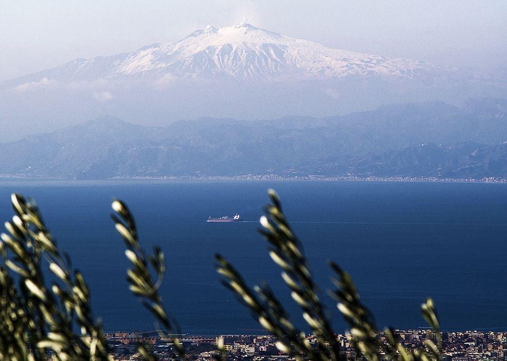 Lo Stretto di Messina visto dalla costa calabrese - Ph. Luigi Torreggiani | ccby2.0
