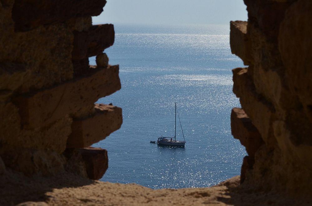 Scorcio del mare delle Tremiti visto dall'Abbazia di S. Maria, isola di S. Nicola, Isole Tremiti (Foggia)