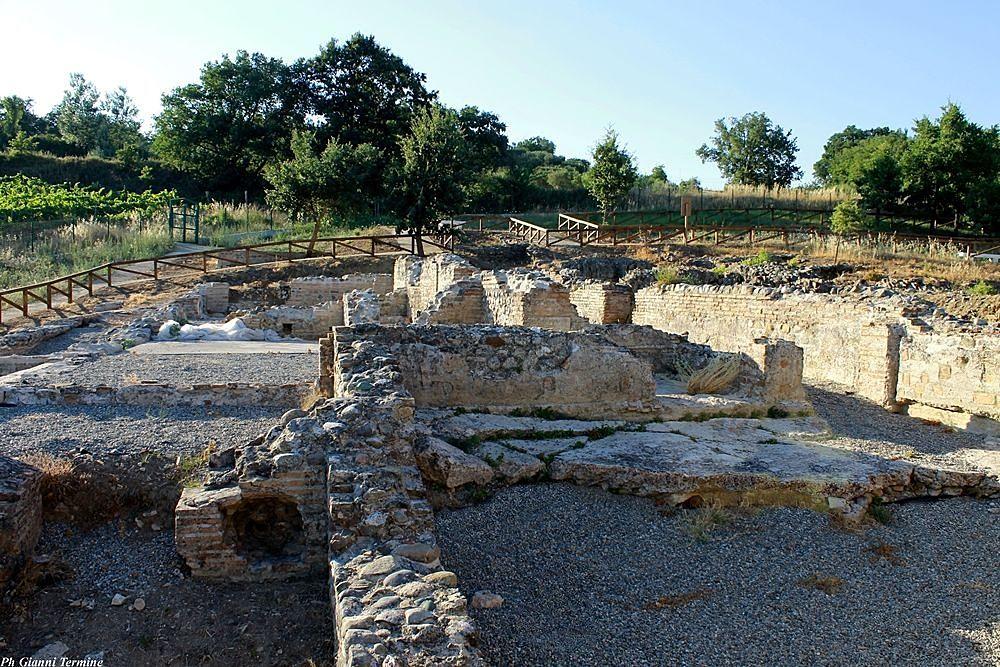 Scorcio dei resti della villa romana di Larderia, Roggiano Gravina (Cs) – Ph. © Gianni Termine