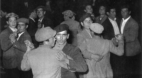 Gay catanesi in una balera degli anni '30