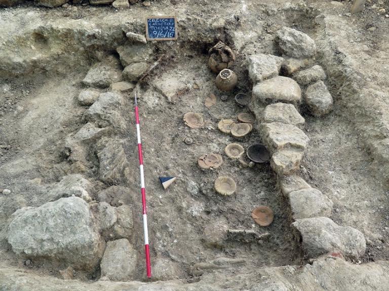 Tomba con resti vasellame in ceramica, necropoli di Crecchio (Chieti) - Image by SABAP Abruzzo