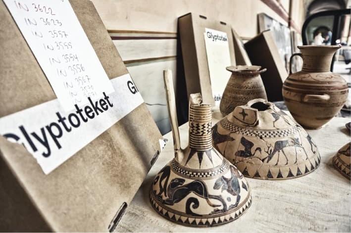 Alcuni reperti riportati a Francavilla Marittima ed ora esposti nella mostra di Palazzo De Santis