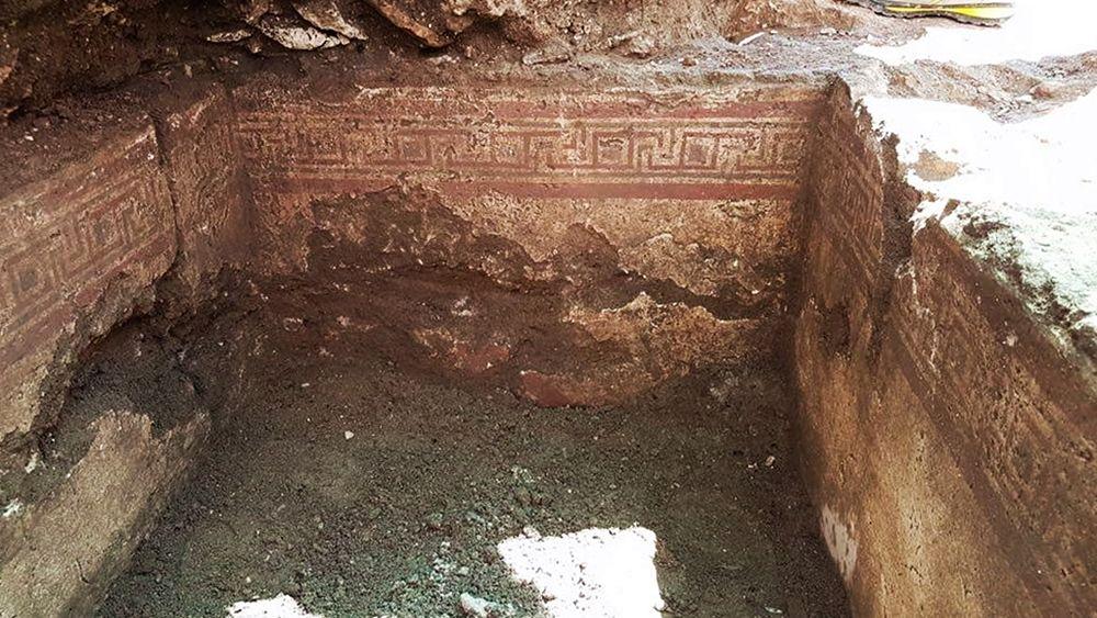 Scorcio della tomba a fossa intonacata e dipinta ritrovata a Manduria (Ta) - Image by SABAP Le, Br, Ta
