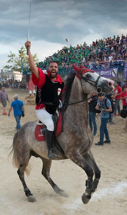 Il cavaliere vincitore Carmine Bisignano detto Cavallo, Palio del Principe 2018, Bisignano (Cs) – Ph. © Francesco Cariati