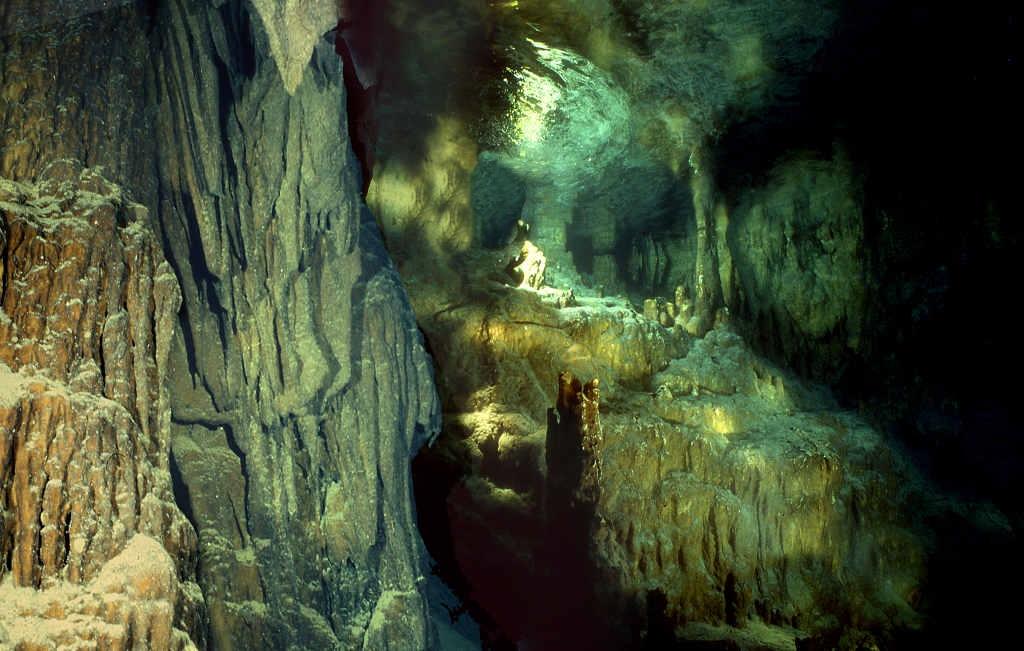 Il fiabesco scenario della Grotta Gargiulo, Isola di Dino, Praia a Mare (Cs) - Image by ItaliaNostra
