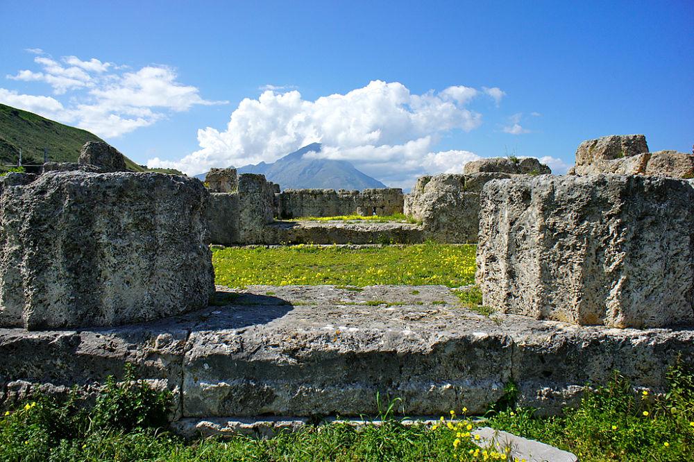 Resti del Tempio della Vittoria, a Himera, V sec.a .C. - Image source