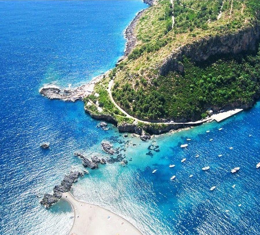 Scorcio del versante est dell'Isola di Dino, Praia a Mare (Cs)