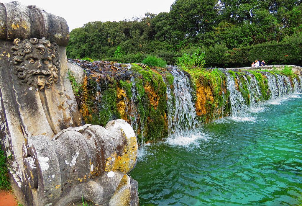 Scorcio di una delle fontane del Parco della Reggia di Caserta - Ph. Gianfranco Vitolo | ccby2.0