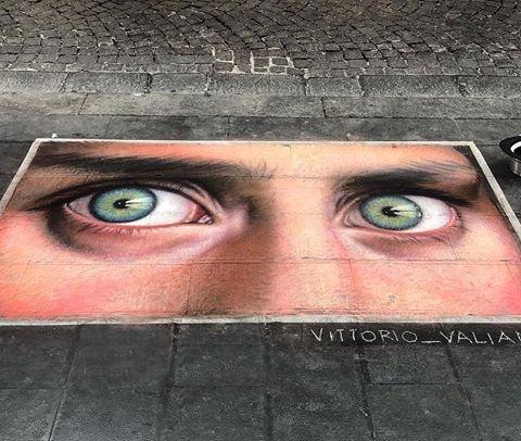 Un'opera di Vittorio Valianti ispirata alla ragazza afghana di Steve McCurry