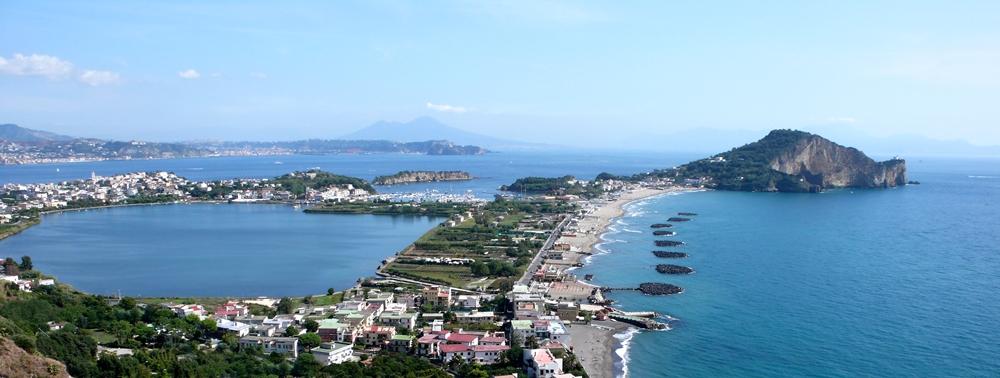 Veduta di Capo Miseno, antica sede della flotta romana sul Tirreno - Image source
