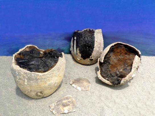 Vasi di pece bruzia (kadoi) ritrovati in mare, Museo Archeologico di Kaulonia, Monasterace (RC)